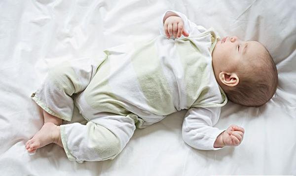 không tự ý dùng thuốc long đờm cho trẻ sơ sinh