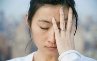 người bị hen suyễn dễ bị đau đầu kinh niên