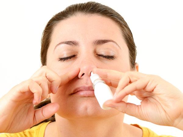 sử dụng thuốc xịt mũi