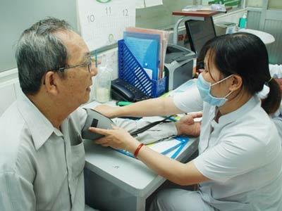 người cao huyết áp dùng thuốc hạ huyết áp nào