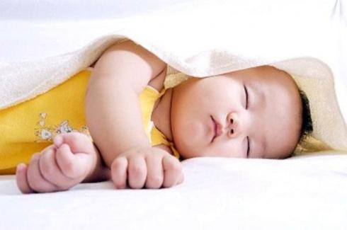 phòng bệnh hen suyễn cho trẻ lúc giao mùa